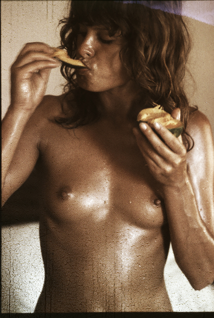 O67-1972Uschi-eating-